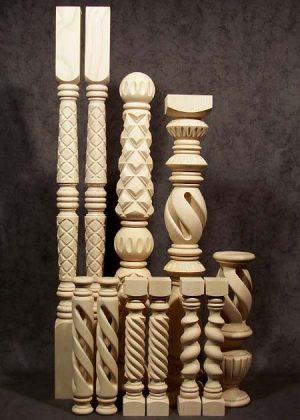 Wunderschön ausgearbeitete, speziell gedrechselte Säulen aus Esche